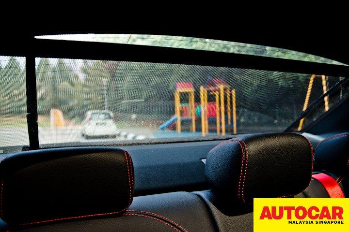 Mercedes-AMG C 43 rear window shade
