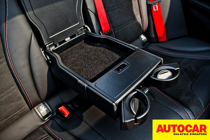 Mercedes-AMG C 43 centre armrest with compartment