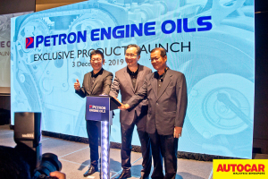 Mr Gary Cheah, Mr Choong Kum Choy and En Mohd Pauzi Mohd Din launch gambit during the Petron Malaysia HTP Engine Oil launch